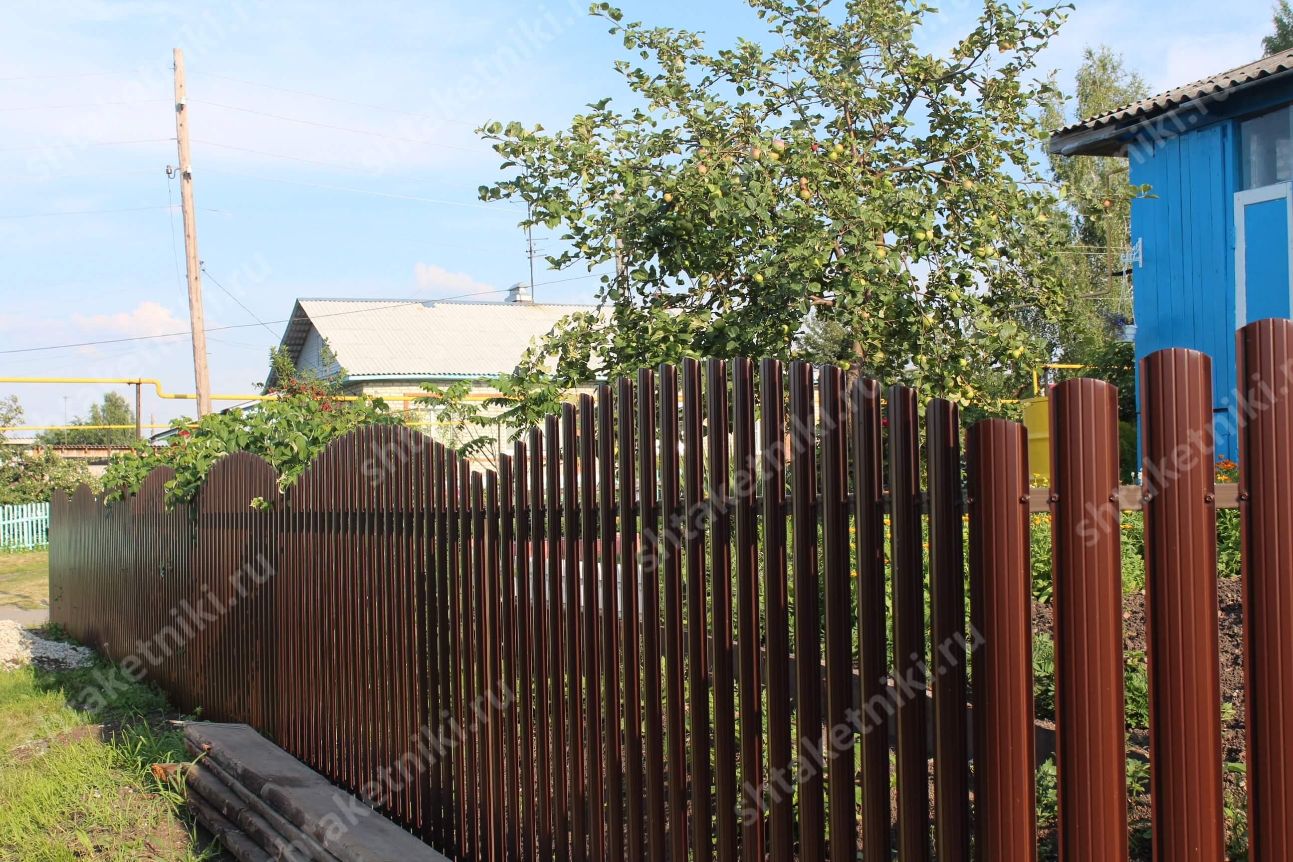 Забор из штакетника Полукруглого в Ирбите