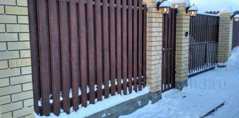 Забор из штакетника под дерево в Санкт Петербурге