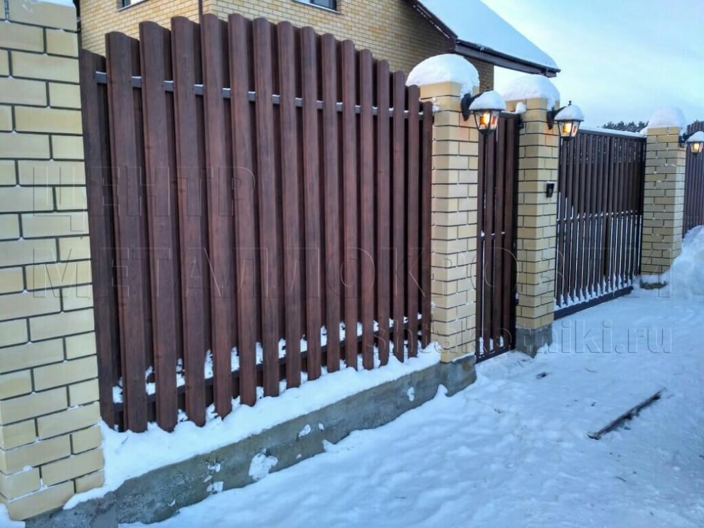 Забор из штакетника под дерево в Санкт-Петербурге