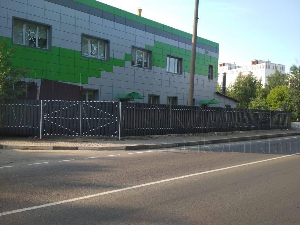 Забор из штакетника широкого RAL 7024 Серый графит двухсторонний