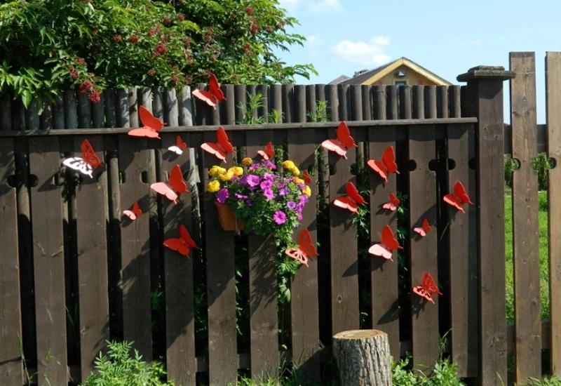 Бабочки на заборе