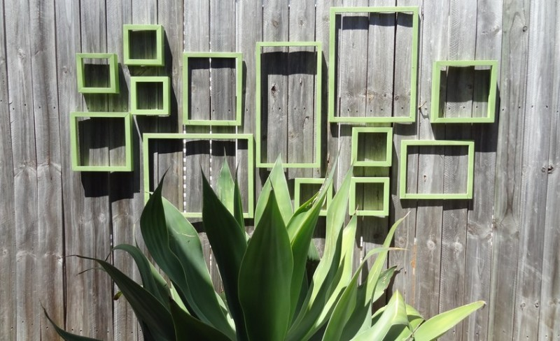 Рамки на заборе