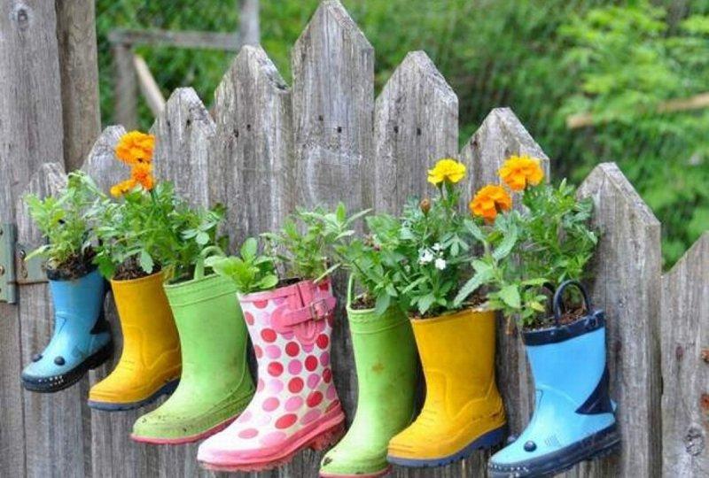 Горшок для цветов из обуви
