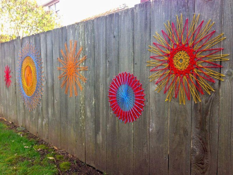 Стринг-арт на заборе