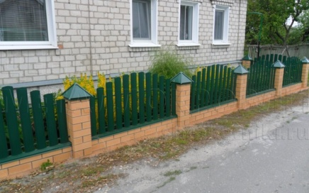 Забор из евроштакетника от Центра Металлокровли в Курске
