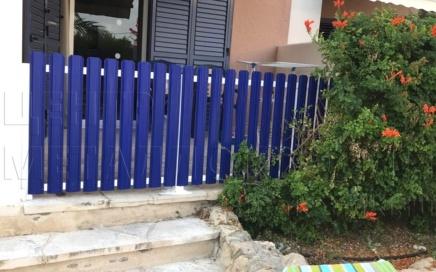 Штакетник узкий в цвете Синий ультрамарин от Центра Металлокровли на Кипре