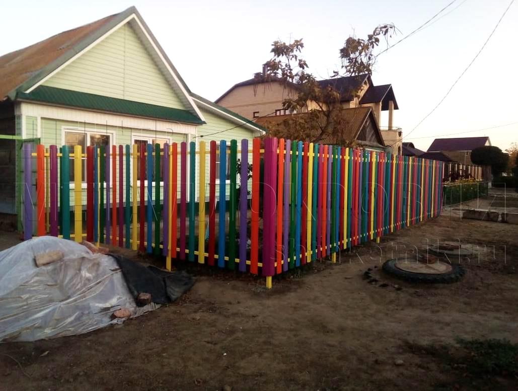 Забор из штакетника от Центра Металлокровли в Астрахани