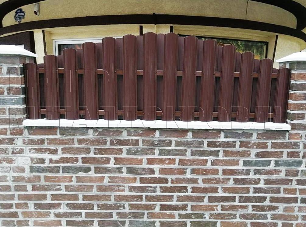Комбинированный забор из евроштакетника и еврожалюзи в Калининграде-2