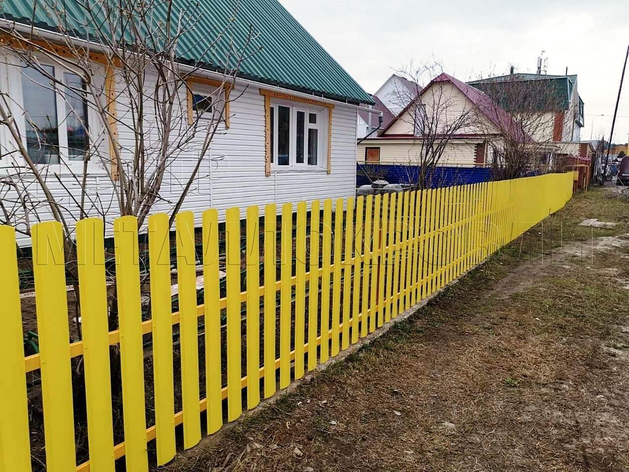 Полукруглый евроштакетник жёлтый с грунтом в цвет в Ханты-Мансийске - 4