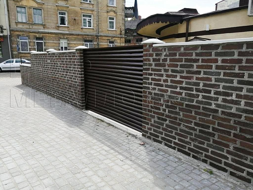 Комбинированный забор из евроштакетника и еврожалюзи в Калининграде-3