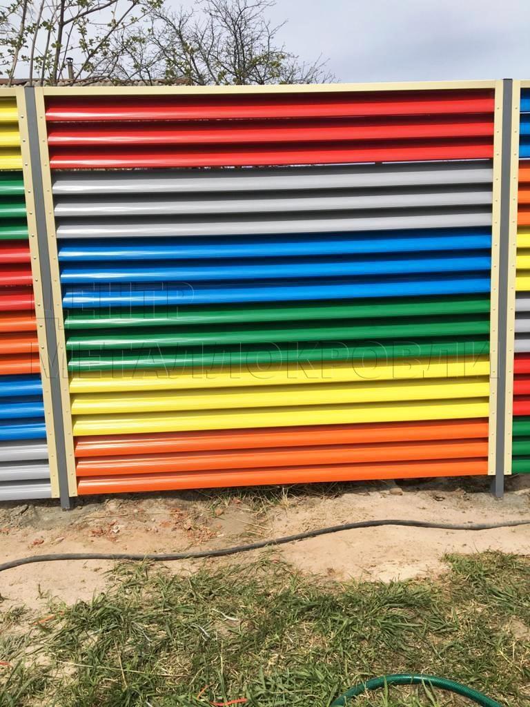 Разноцветный забор евроштакетник полукруглый еврожалюзи - 5