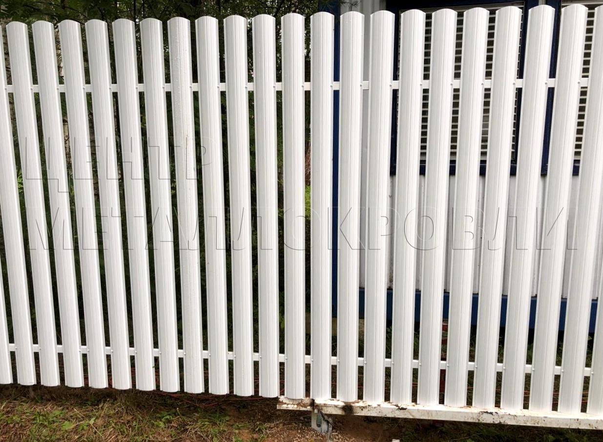Евроштакетник забор белый полукруглый профнастил - 4